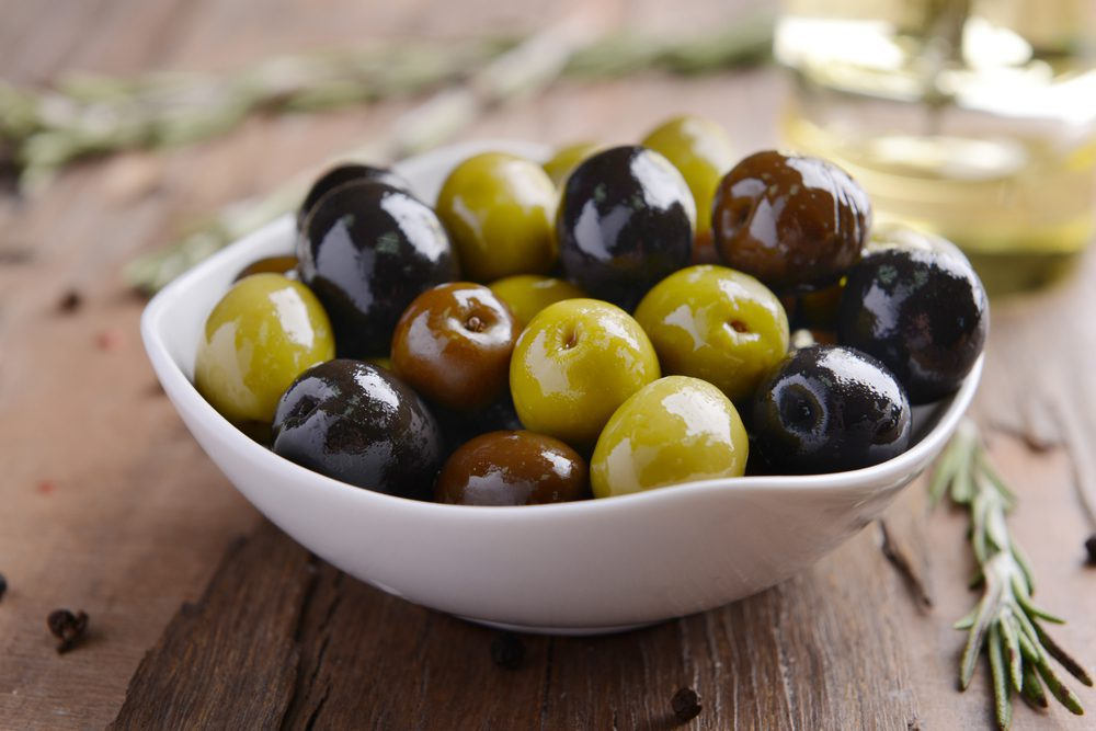 Kalamata Olives Vs Black Olives What's The Difference